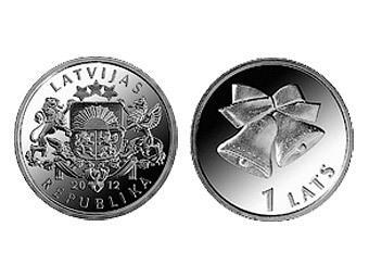 В Латвии выпустили монету с рождественскими колокольчиками